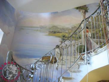 decorazione-parete-scala-villa
