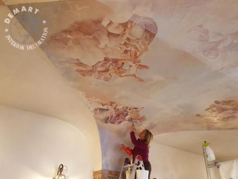 ritocco-mano-decorazione-soffitto