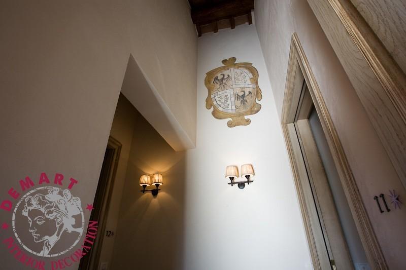 decorazione-parete-corridoio-resort