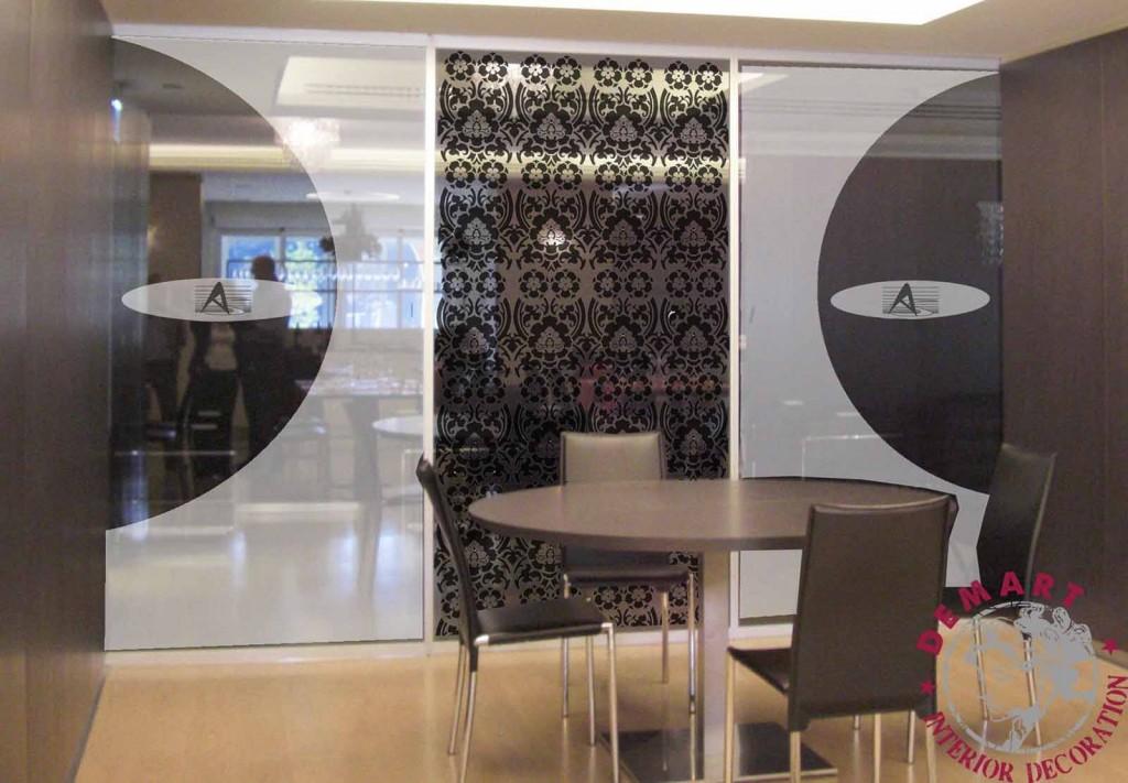 Pellicola adesiva per decorazione mobili e vetrine: cos'è e come funziona