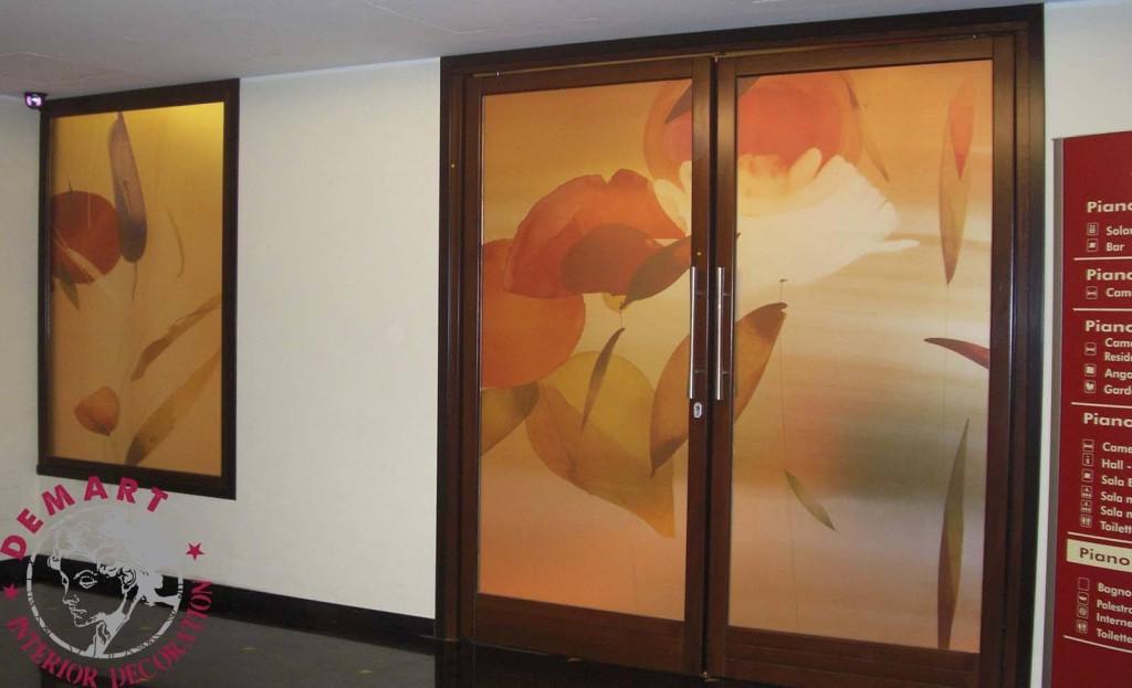 Pellicola adesiva per decorazione mobili e vetrine cos 39 e come funziona - Oscurare vetro porta ...