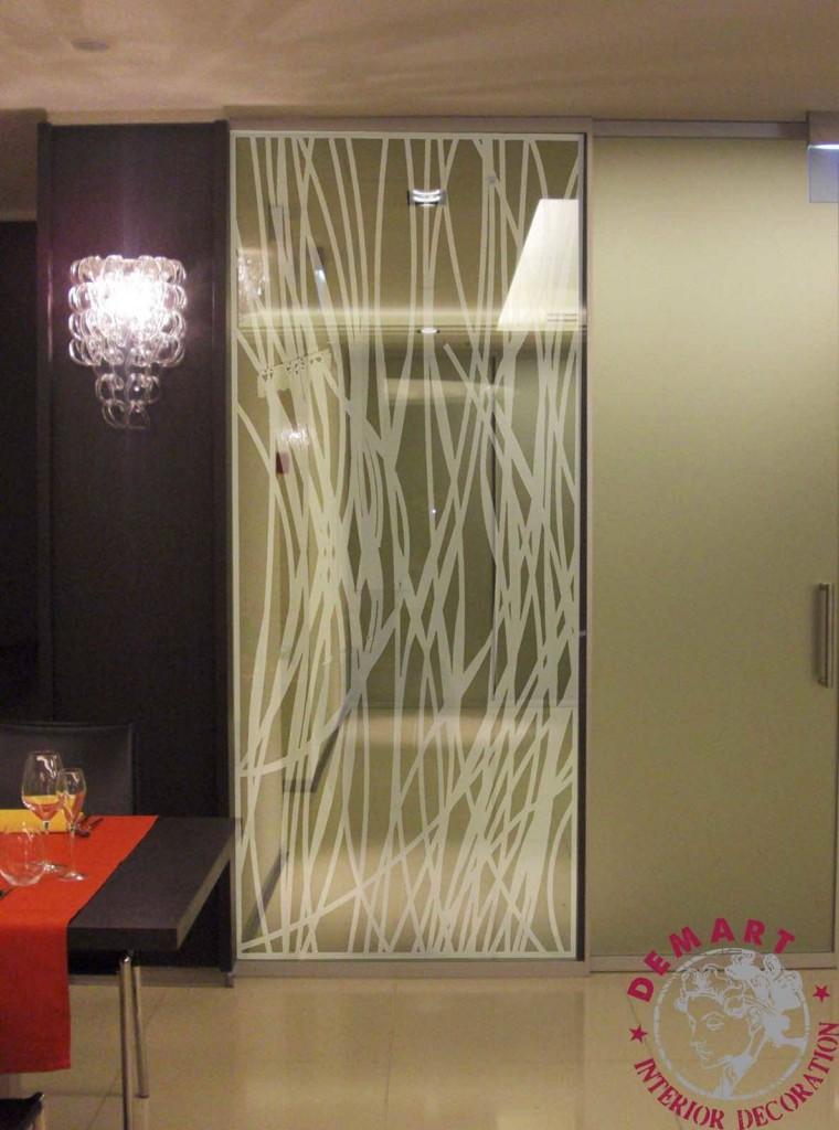 Pellicola adesiva per decorazione mobili e vetrine cos 39 e come funziona - Pellicola specchio per finestre ...