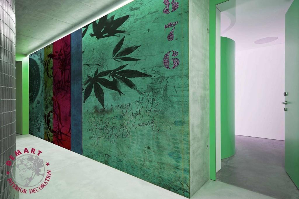 carta-parati-floreale-creativa-strisce-verticali-colori-freddi-ingresso